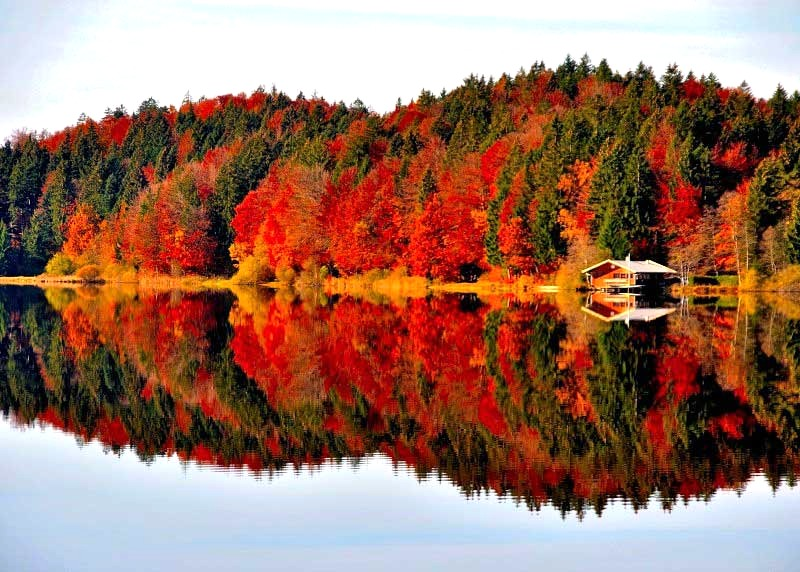 Kirchsee im Herbst